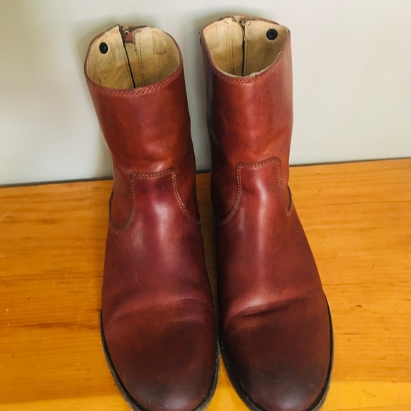 FRYE Melissa button-back zipper ankle boot
